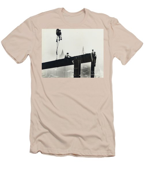 Building The Empire State Building Men's T-Shirt (Slim Fit) by LW Hine