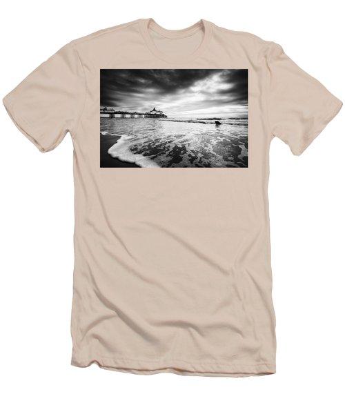 Eastbourne Pier Men's T-Shirt (Athletic Fit)