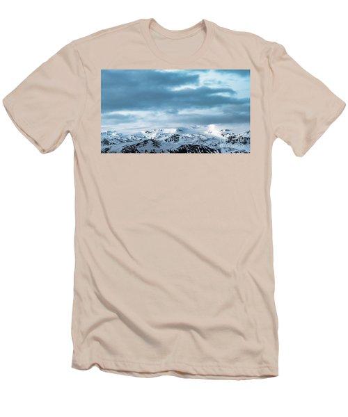 Facing Eyafjallajokull Men's T-Shirt (Athletic Fit)