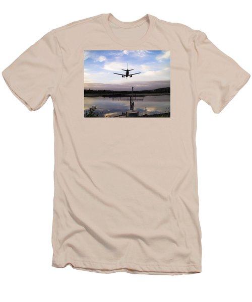 Landing In George Best Men's T-Shirt (Athletic Fit)