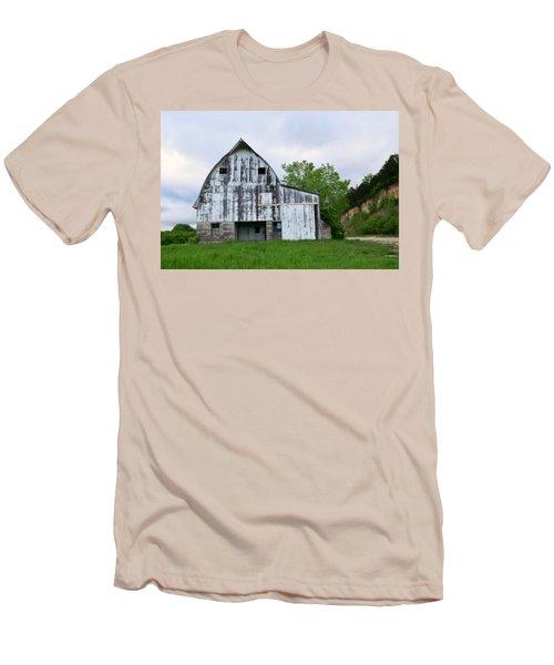 Mcgregor Iowa Barn Men's T-Shirt (Athletic Fit)