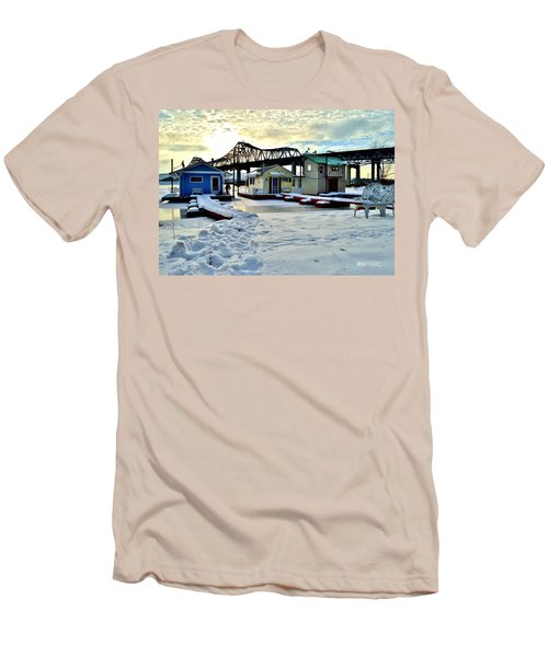 Mississippi River Boathouses Men's T-Shirt (Athletic Fit)