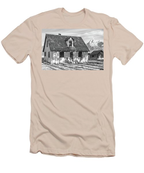 Men's T-Shirt (Athletic Fit) featuring the photograph Moulton Homestead - Pink House by Colleen Coccia
