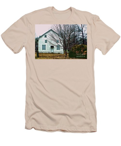Men's T-Shirt (Slim Fit) featuring the photograph Old Kennett Mettinghouse by Sandy Moulder