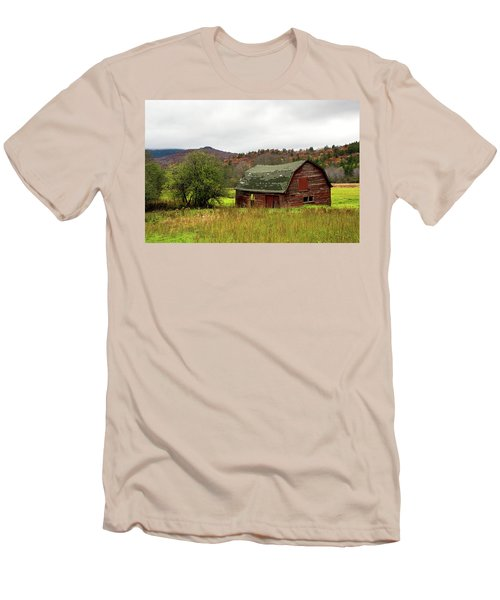 Old Red Adirondack Barn Men's T-Shirt (Slim Fit) by Nancy De Flon