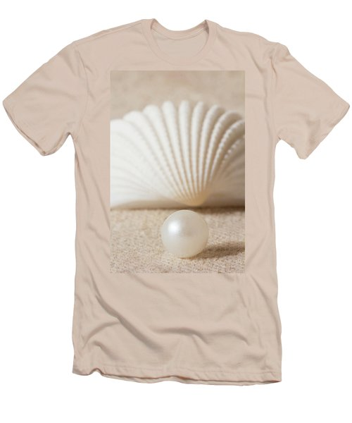 Pearl And Shell Men's T-Shirt (Athletic Fit)
