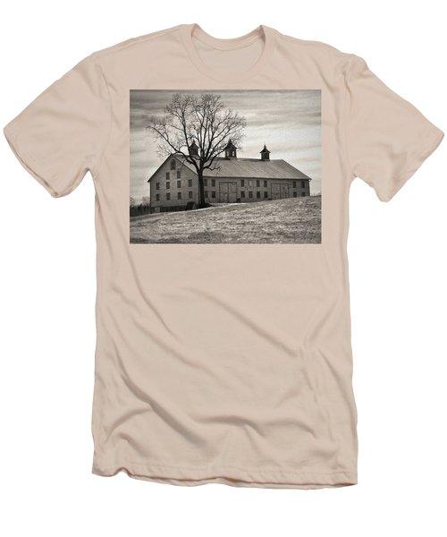 Men's T-Shirt (Slim Fit) featuring the digital art Pennsylvania Barn by Robert Geary