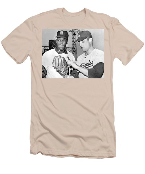 Pitcher Bob Gibson Men's T-Shirt (Athletic Fit)