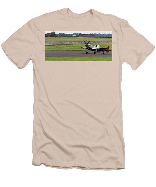 Raf Scampton 2017 - P-51 Mustang Landing Men's T-Shirt (Athletic Fit)