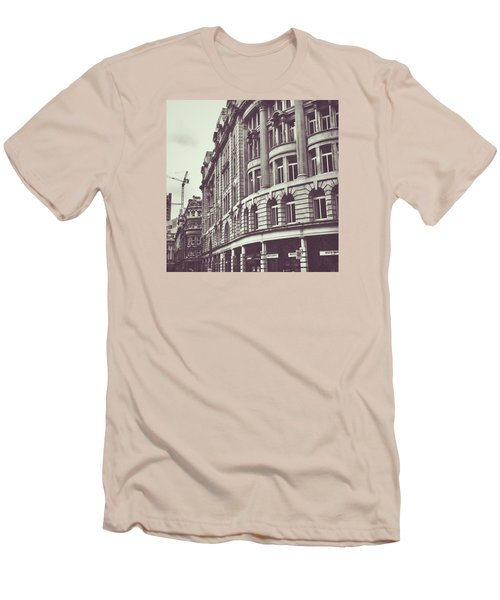 Streets Of London Men's T-Shirt (Athletic Fit)