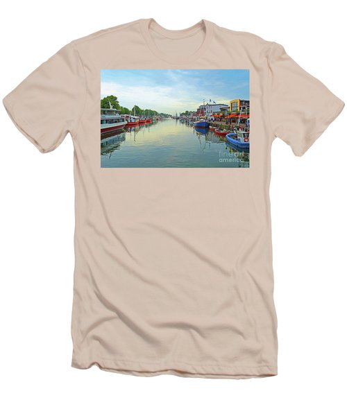 Warnemunde Germany Port Men's T-Shirt (Slim Fit)