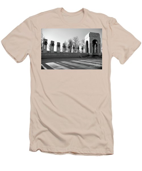 World War 2 Memorial Bw Men's T-Shirt (Athletic Fit)