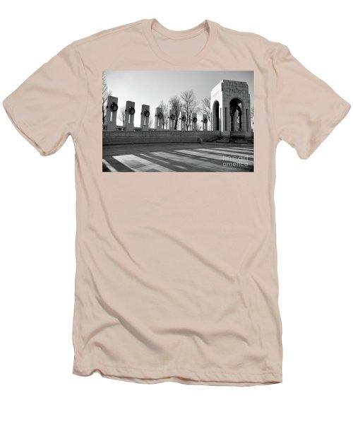 World War 2 Memorial Bw Men's T-Shirt (Athletic Fit)
