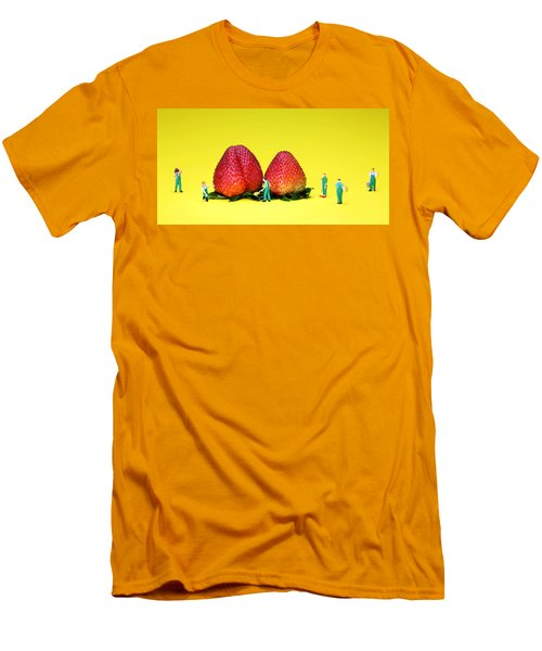 Farmers Working Around Strawberries Men's T-Shirt (Athletic Fit)