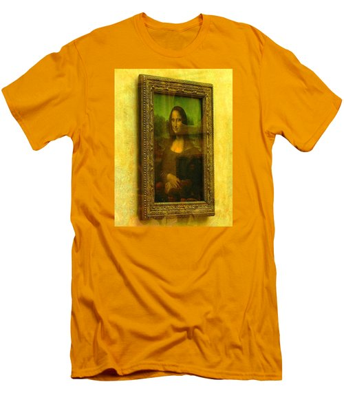 Glance At Mona Lisa Men's T-Shirt (Athletic Fit)