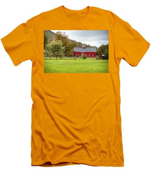 Prettiest Barn In Vermont Men's T-Shirt (Athletic Fit)