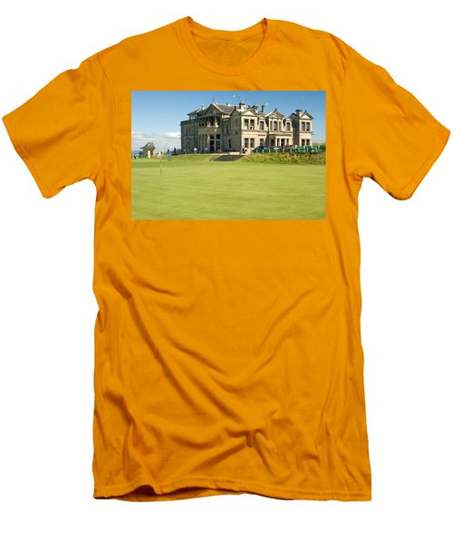 St Andrews Final Green And Clubhouse  Men's T-Shirt (Athletic Fit)
