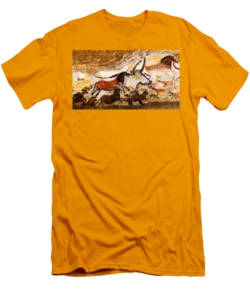 Lascaux Hall Of The Bulls - Horses And Aurochs Men's T-Shirt (Athletic Fit)