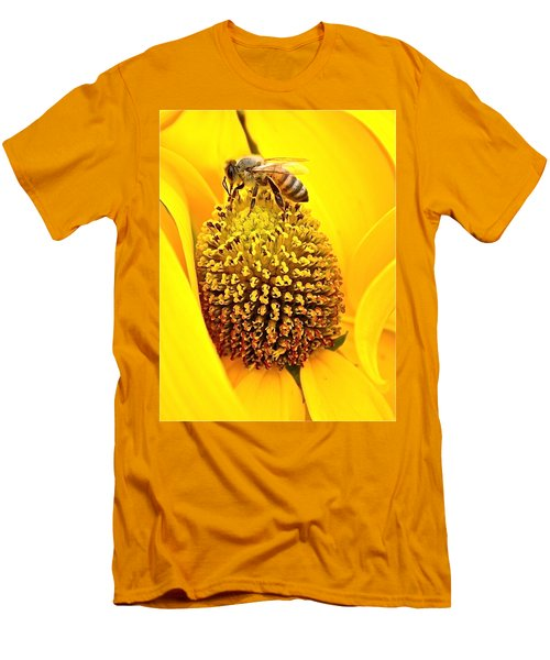 Macro Bee Men's T-Shirt (Athletic Fit)
