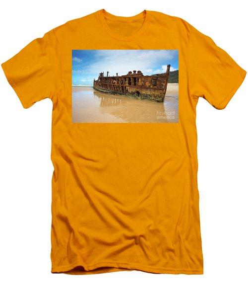 Maheno Shipwreck Men's T-Shirt (Athletic Fit)