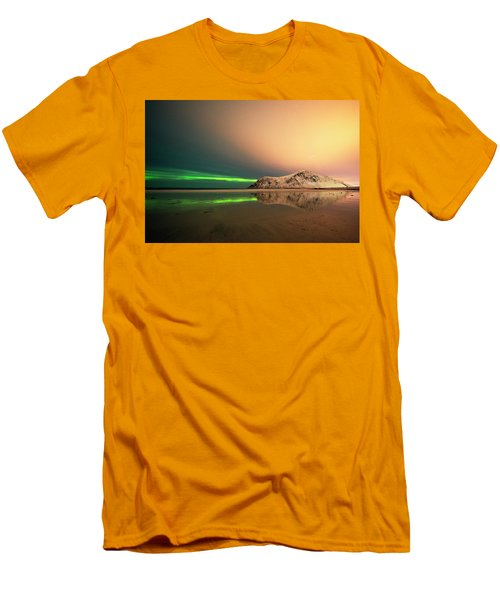 Northern Light In Lofoten Nordland 5 Men's T-Shirt (Slim Fit) by Dubi Roman