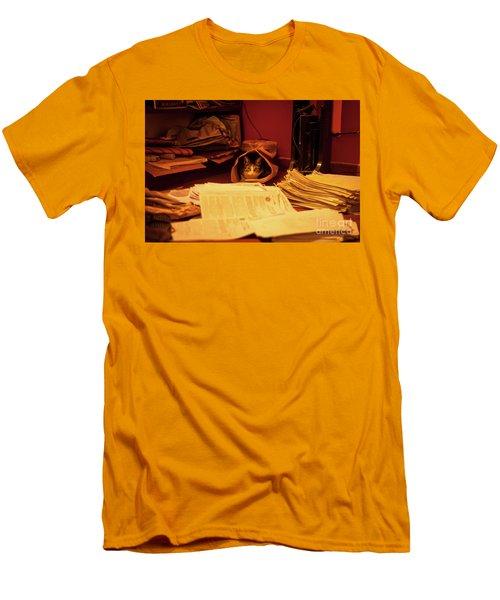 Parcel Cat Men's T-Shirt (Athletic Fit)