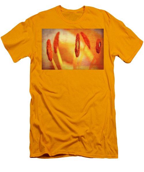 Pistil Packen Men's T-Shirt (Slim Fit) by Annette Hugen