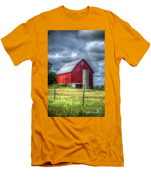Red Barn Men's T-Shirt (Slim Fit) by Randy Pollard