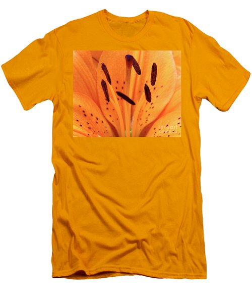 Tiger Macro Men's T-Shirt (Athletic Fit)