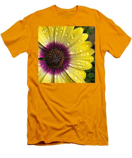 Daisy Up Close  Men's T-Shirt (Athletic Fit)