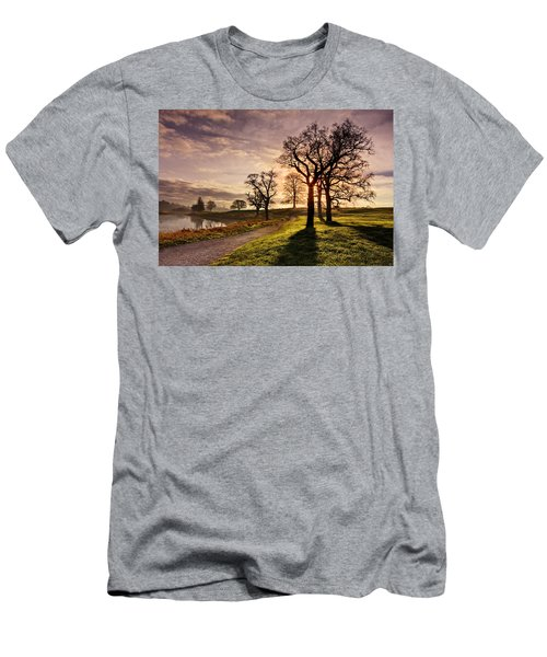 Winter Morning Shadows / Maynooth Men's T-Shirt (Athletic Fit)