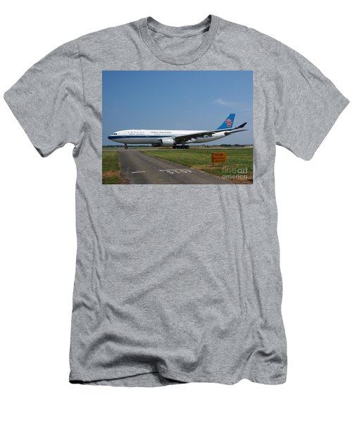 China Southern Airlines Airbus A330 Men's T-Shirt (Athletic Fit)