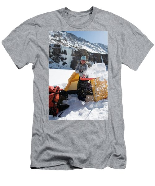 A Woman Shovelling Snow Away Men's T-Shirt (Athletic Fit)