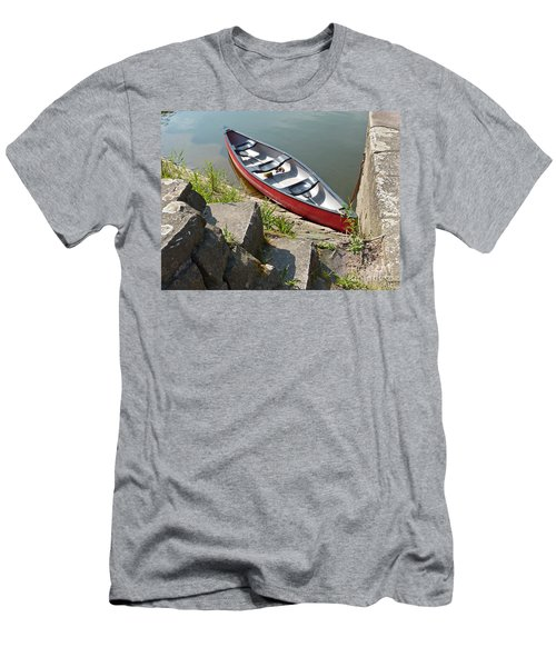 Abandoned Boat At The Quay Men's T-Shirt (Athletic Fit)