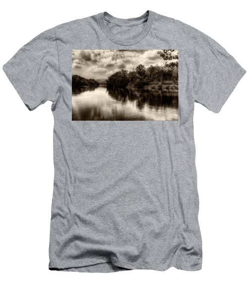 Adda River 2 Men's T-Shirt (Athletic Fit)