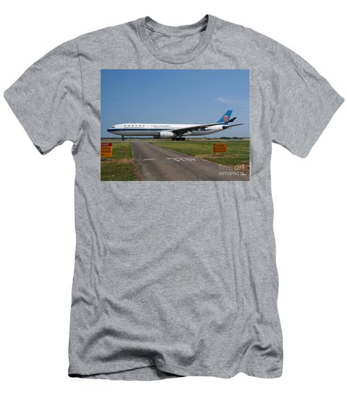 Airbus A330 Men's T-Shirt (Athletic Fit)