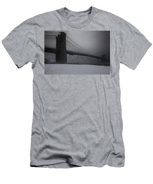 Brooklyn Bridge Blizzard Men's T-Shirt (Athletic Fit)