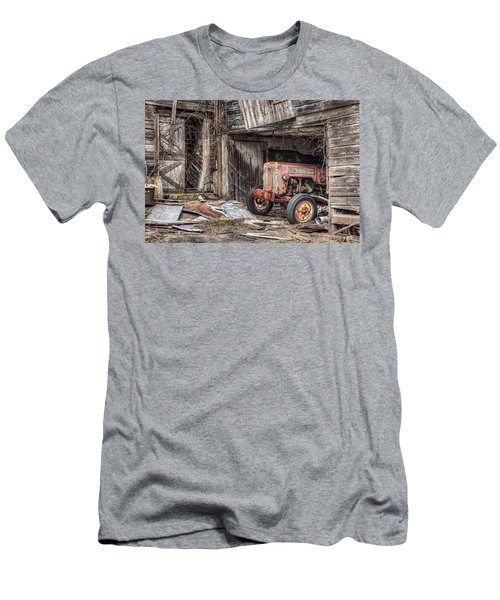 Comfortable Chaos - Old Tractor At Rest - Agricultural Machinary - Old Barn Men's T-Shirt (Athletic Fit)