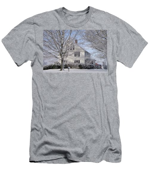 Connecticut Winter Men's T-Shirt (Athletic Fit)