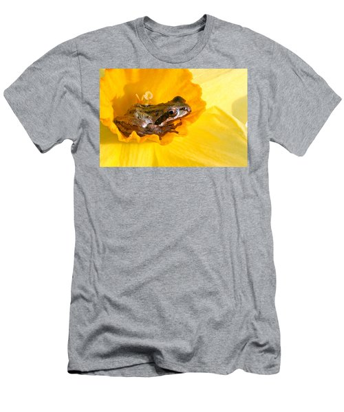 Frog And Daffodil Men's T-Shirt (Athletic Fit)