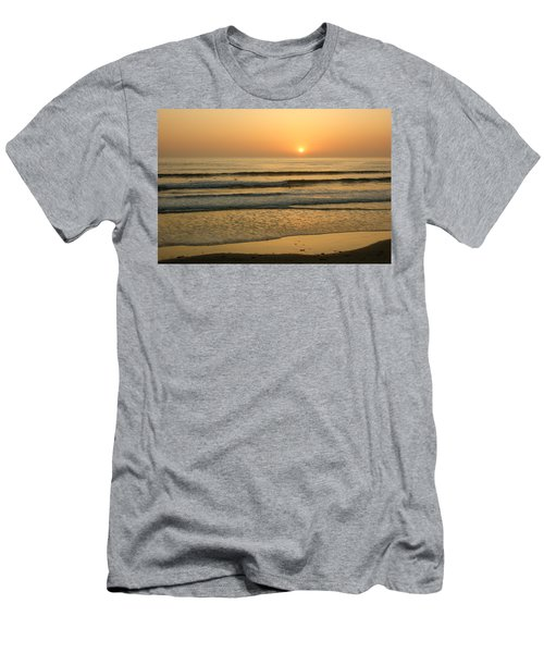 Golden California Sunset - Ocean Waves Sun And Surfers Men's T-Shirt (Athletic Fit)