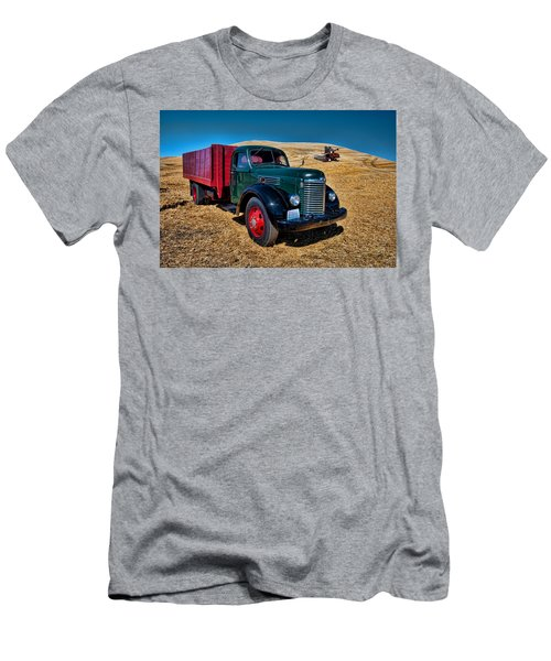 International Farm Truck Men's T-Shirt (Athletic Fit)