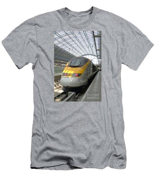 London Arrival Men's T-Shirt (Athletic Fit)