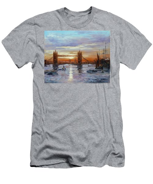 London Tower Bridge Men's T-Shirt (Athletic Fit)