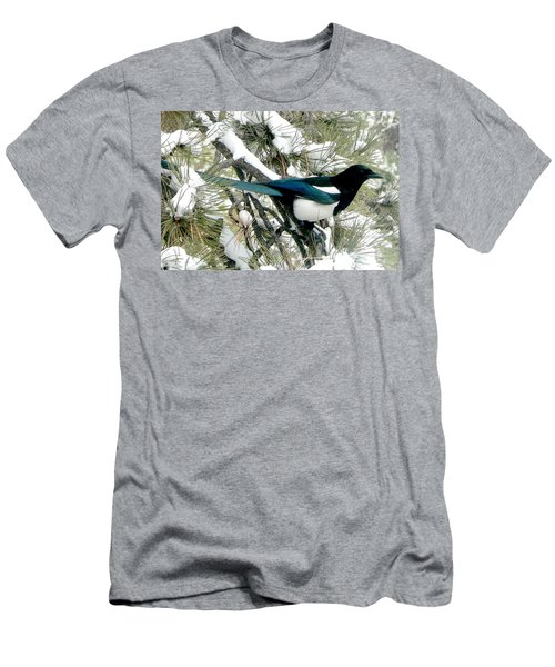 Magpie In The Snow Men's T-Shirt (Athletic Fit)
