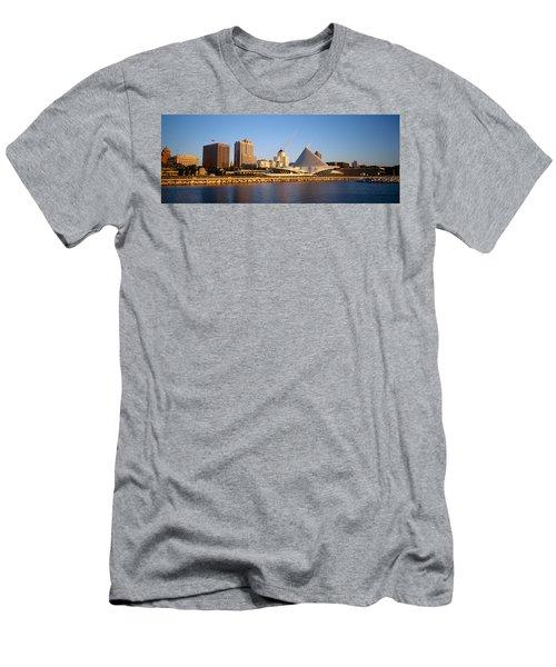 Milwaukee Art Museum Milwaukee Wi Men's T-Shirt (Athletic Fit)