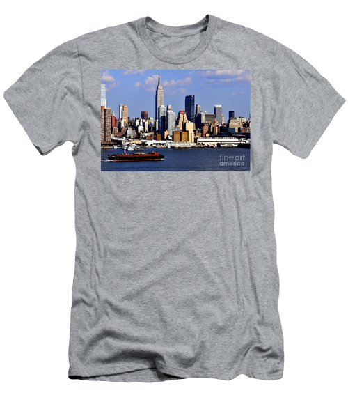 New York City Skyline With Empire State And Red Boat Men's T-Shirt (Athletic Fit)