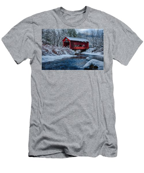 Northfield Vermont Covered Bridge Men's T-Shirt (Athletic Fit)