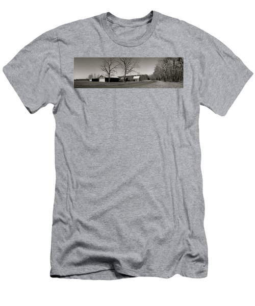 Old Red Barn In Black And White Long Men's T-Shirt (Athletic Fit)