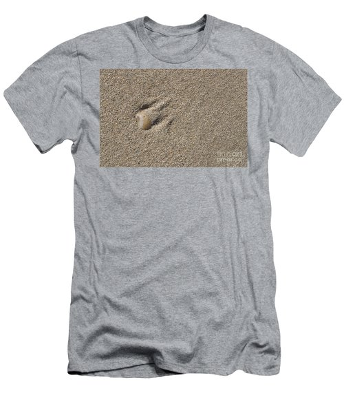 Shell On The Beach Men's T-Shirt (Athletic Fit)
